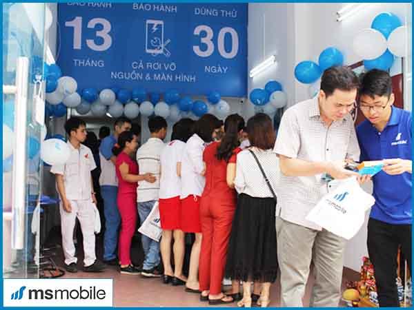 Khách hàng tham gia khuyến mãi của Msmobile