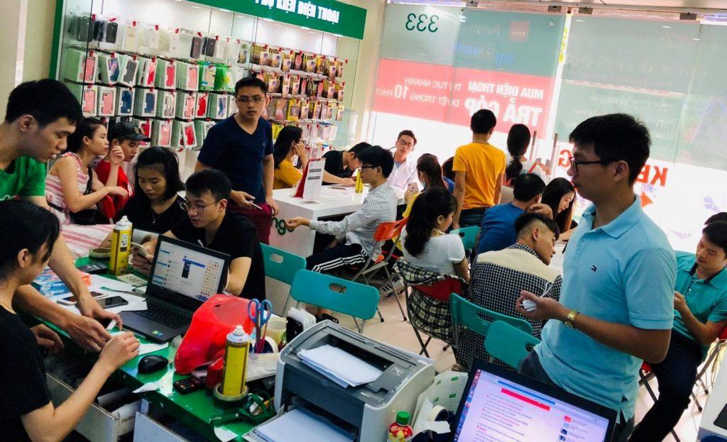 Khách hàng mua sắm tại Didongmango